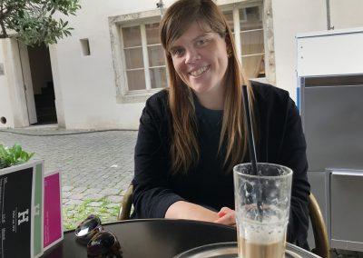 zmitz im «Sommer»*: Auf einen Caffe Freddo mit Stefanie Steinmann